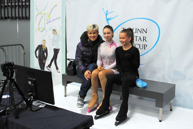 Jekaterina Platonova and her athlets Alina URUSHADZE 1th and Jekaterina JUDAJEVA 9th at Advanced N