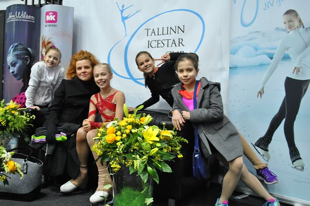 Victorious and happy skaters from Anna Levandi SK with her coach Jekaterina Nekrassova.